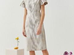 观钵缘女装品牌 流行的夏天连衣裙穿搭 舒适又放松的感觉