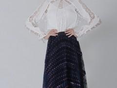 Vesper Lynd高雅半身裙穿起来 潮流显瘦风韵十足