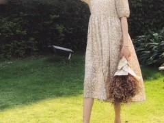 炎热的季节里 薇薇希简洁风连衣裙给你清凉