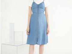 简洁风情夏季穿纯蓝色的服装真的很美