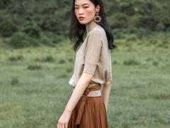 卡蔓简洁风韵的初秋服装搭配示范 给你穿衣灵感