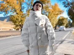 白色的服装如何搭配好看