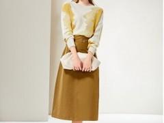 简单风情秋天服装搭配一件针织衫 足以搞定你的典雅和时髦