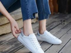 今年时尚的小白鞋款式及如何搭配?