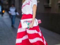 白色t恤配哪种颜色裙子