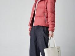 墨曲初冬服装搭配想要显白显风韵 记住正确色彩搭配思路 时髦又高级