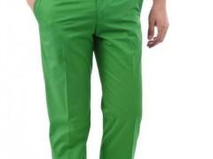 男孩子绿色的裤子如何搭配衣服