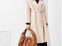简单风情减龄时髦的冬天服装搭配示范