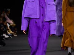 2020/21秋冬季节最流行的女士服装时尚色紫色系