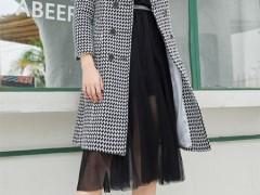 人人车茜妮:复古典雅 风韵迷人 大衣之中的时髦化身