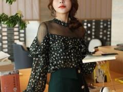 魅之女品牌小碎花系列的春日服装搭配