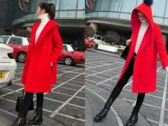 红色大衣如何搭配好看